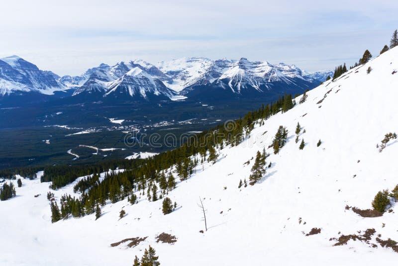 Paesaggio della montagna del canadese Montagne Rocciose nel lago Louise Near Banff immagine stock