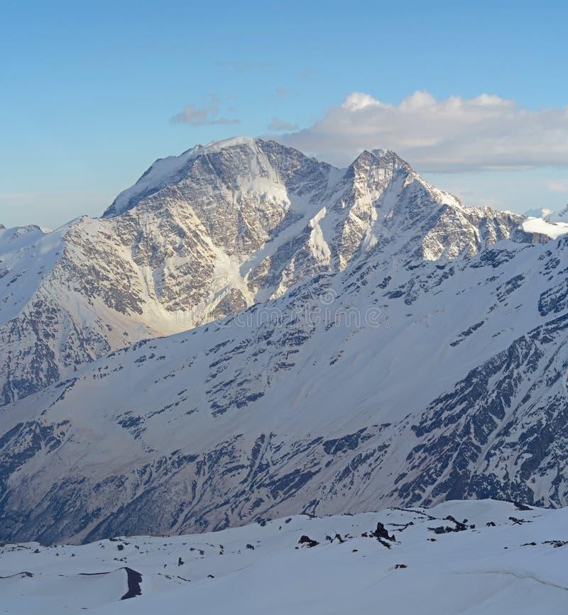 Paesaggio della montagna del Caucaso del nord fotografia stock libera da diritti