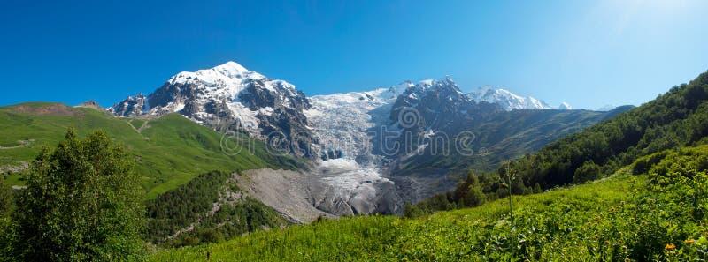 Paesaggio della montagna del ghiacciaio, Georgia immagini stock libere da diritti