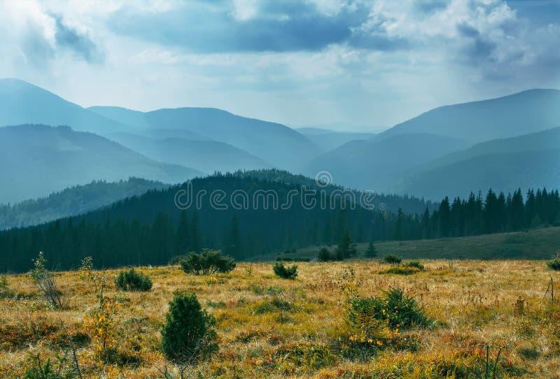 Paesaggio della montagna della nube fotografia stock libera da diritti
