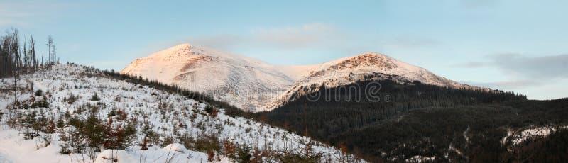 Paesaggio della montagna di alba fotografie stock libere da diritti