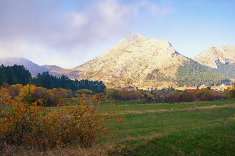 Paesaggio della montagna di autunno Il Montenegro, parco nazionale di Lovcen fotografia stock libera da diritti