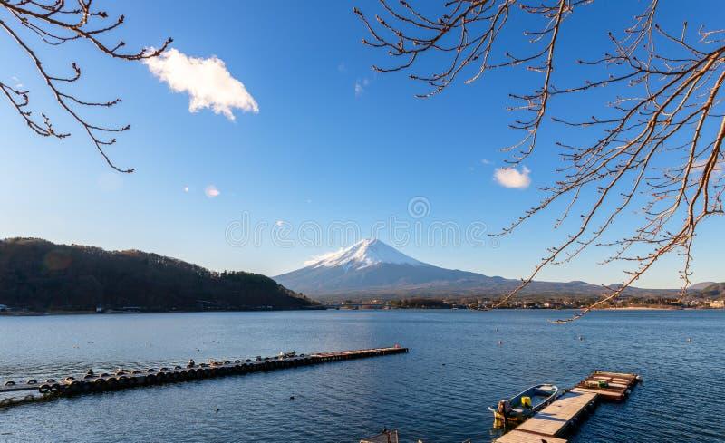 Paesaggio della montagna di Fuji nel lago Kawaguchiko, Giappone fotografia stock
