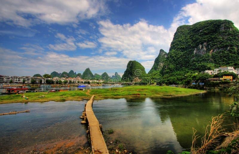 Paesaggio della montagna di morfologia carsica del fiume del Li fotografia stock