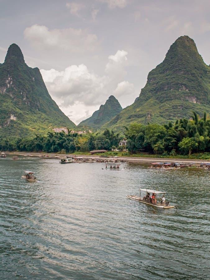 Paesaggio della montagna di morfologia carsica del fiume di Li in Yangshuo, Cina fotografia stock