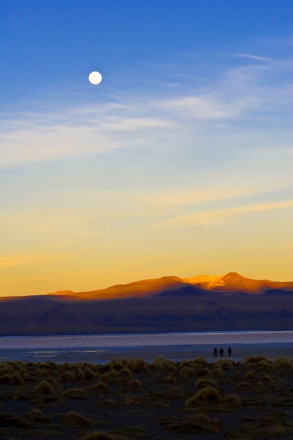 Paesaggio della montagna di tramonto fotografia stock