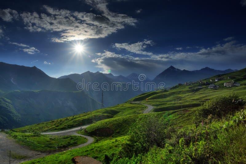 Paesaggio della montagna in estate immagini stock libere da diritti