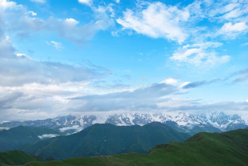 Paesaggio della montagna, Georgia fotografie stock