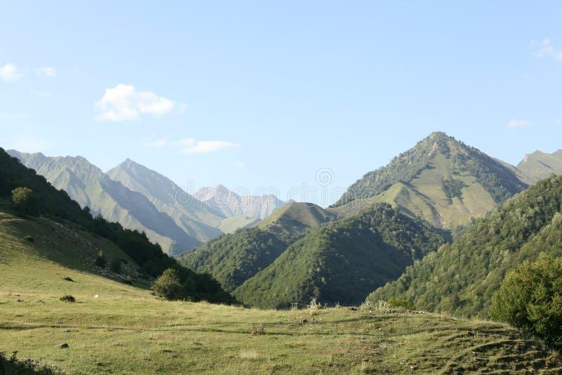 Paesaggio della montagna in Georgia fotografie stock libere da diritti