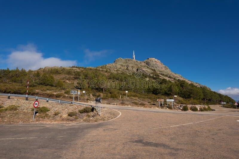 Paesaggio della montagna, indicazione del segnale stradale a Pena de Francia, Salamanca, Spagna immagine stock