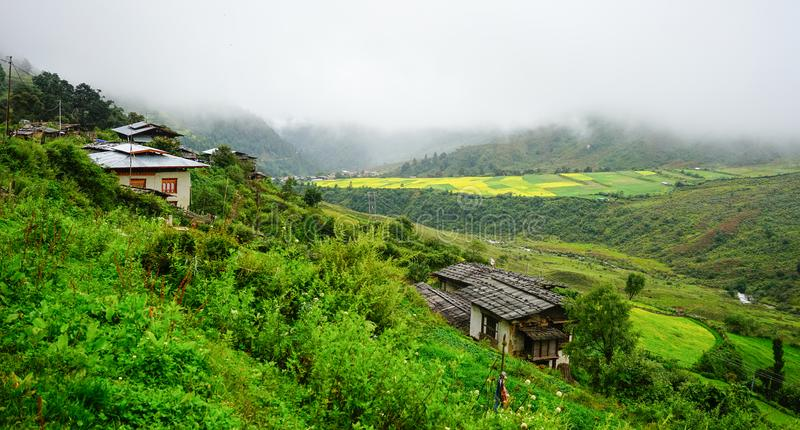 Paesaggio della montagna nel Bhutan fotografia stock libera da diritti