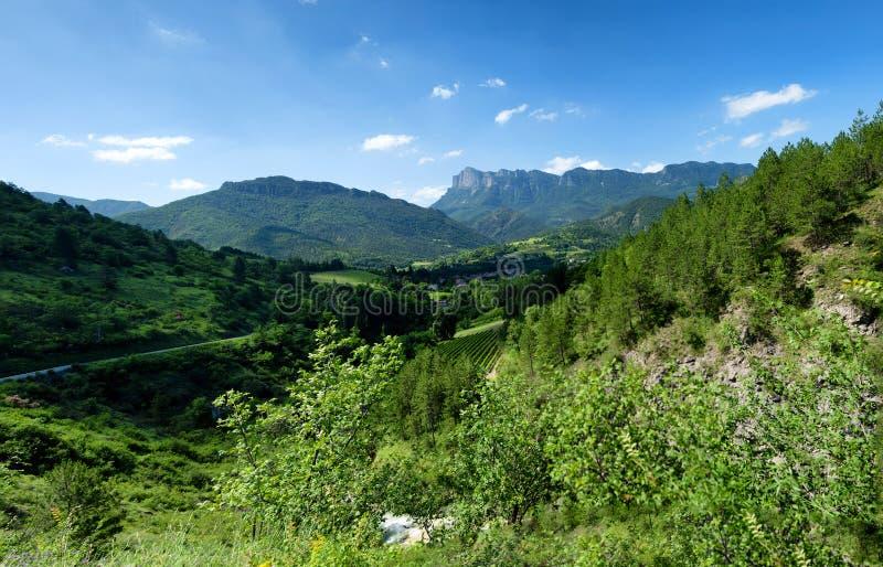 Paesaggio della montagna nel Drome in Francia immagini stock