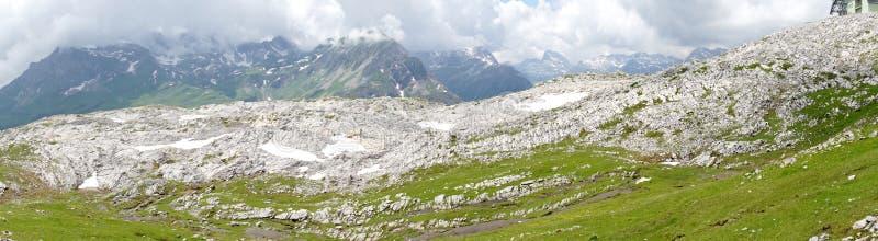 Paesaggio della montagna sul Ruefikopf in Vorarlberg fotografie stock