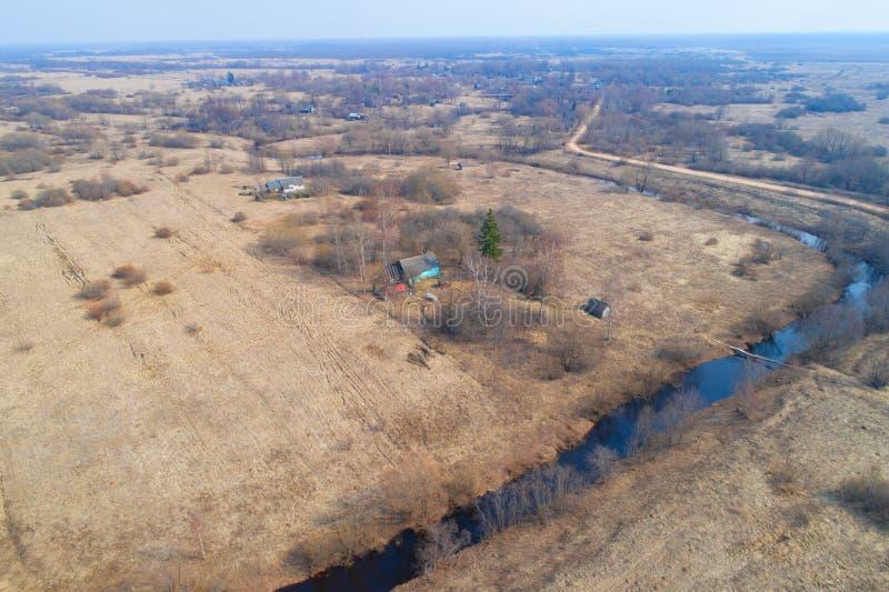 Paesaggio della primavera del villaggio del rilevamento aereo di Seltso Regione di Novgorod immagini stock