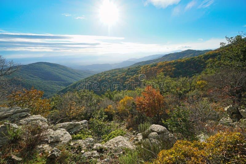 Paesaggio della Spagna in montagna Pirenei di Autumn Albera immagini stock
