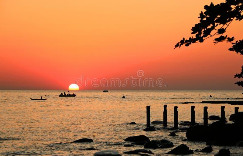 Paesaggio della spiaggia di tramonto fotografie stock libere da diritti