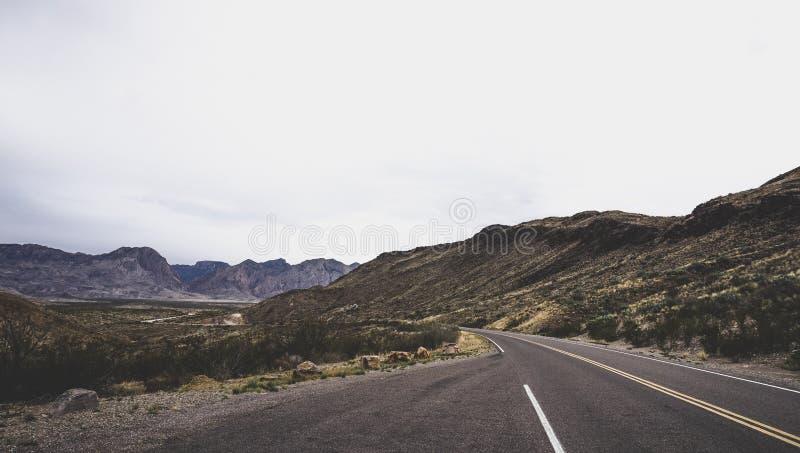 Paesaggio della strada della montagna immagini stock libere da diritti