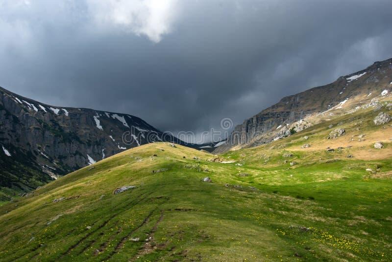 Paesaggio della tempesta della montagna immagine stock libera da diritti