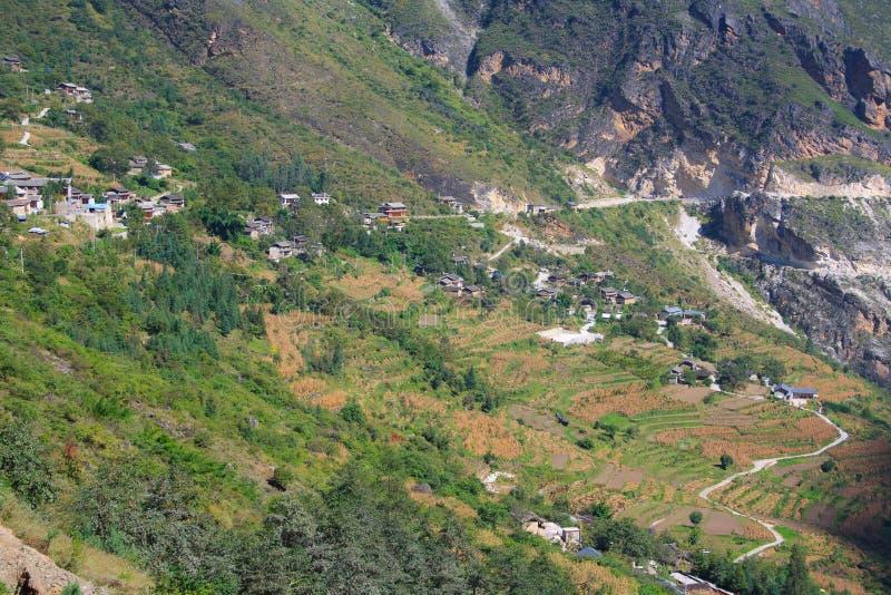Paesaggio della tigre che salta gola. Il Tibet. La Cina. immagine stock
