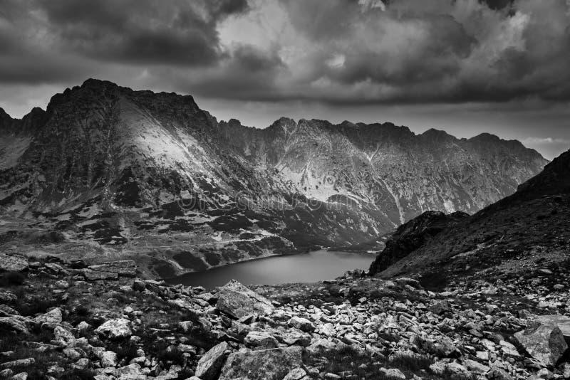 Paesaggio della valle di cinque stagni polacchi fotografia stock libera da diritti