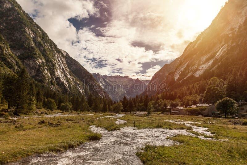 Paesaggio della valle di Mello - Val di Mello Lombardy - Italia fotografie stock