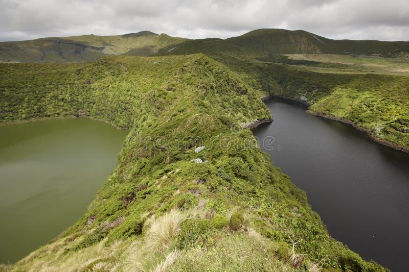 Paesaggio delle Azzorre con i laghi nell'isola del Flores Caldeira Comprida fotografie stock