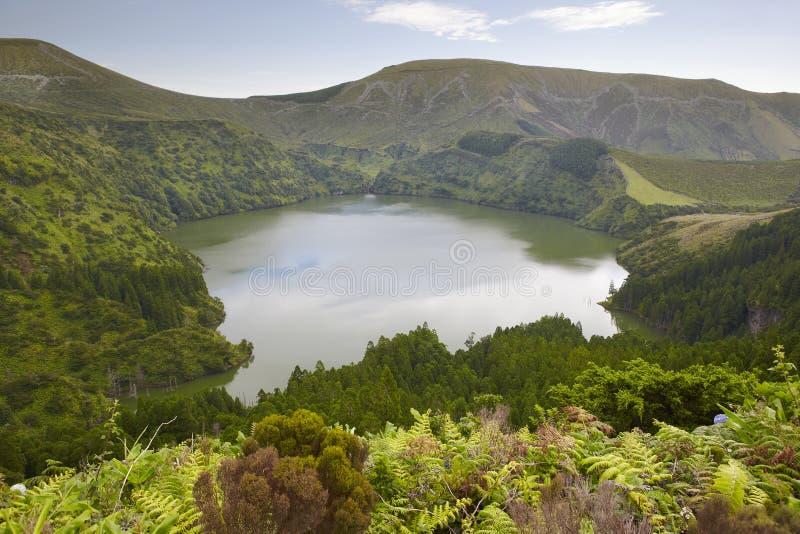 Paesaggio delle Azzorre con il lago nell'isola del Flores Caldeira Funda Por immagini stock libere da diritti