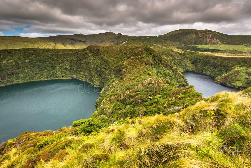 Paesaggio delle Azzorre con il lago nell'isola del Flores Caldeira Funda Por fotografie stock libere da diritti