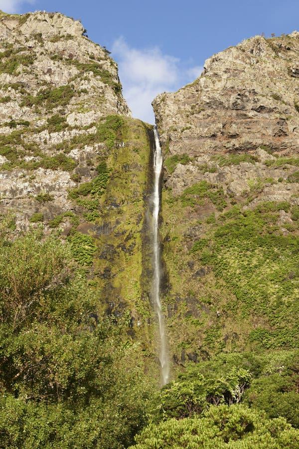 Paesaggio delle Azzorre nell'isola del Flores Cascate in Pozo da Alagoin immagine stock