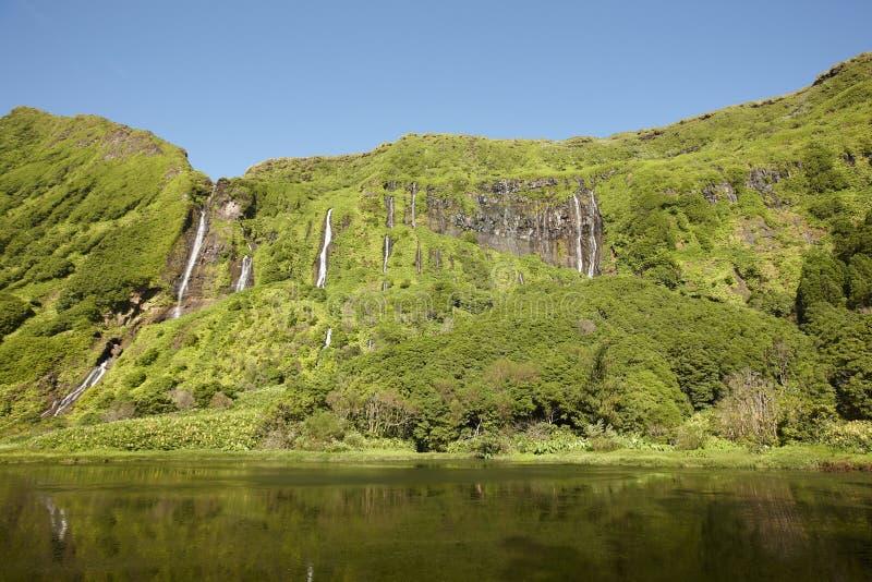 Paesaggio delle Azzorre nell'isola del Flores Cascate in Pozo da Alagoin fotografie stock libere da diritti