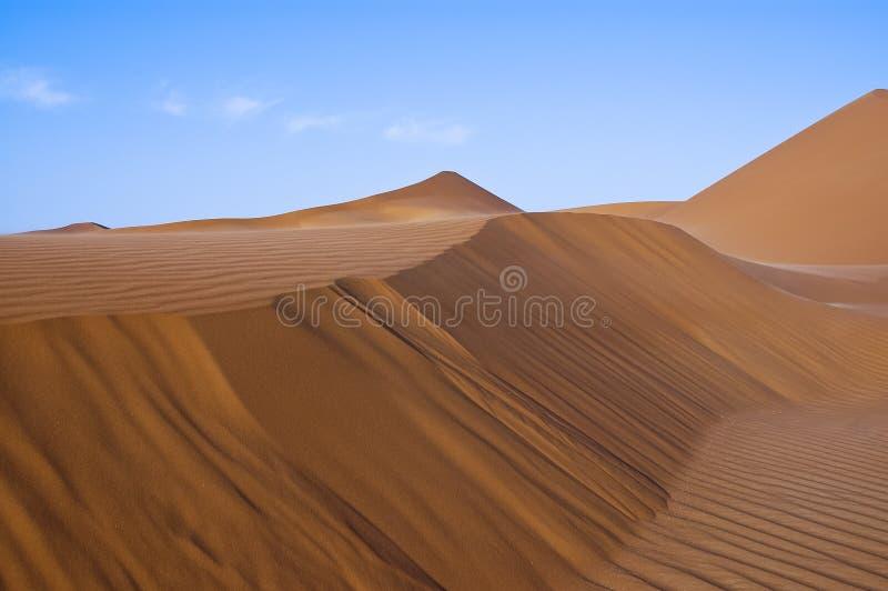 Paesaggio delle dune di sabbia nel deserto del ` Al Khali dello sfregamento fotografia stock