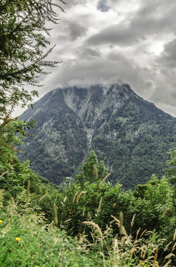 Paesaggio delle montagne di Pirenei fotografie stock