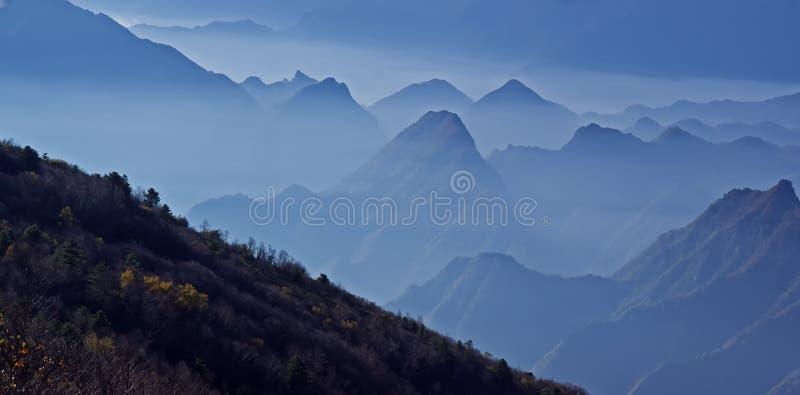 Paesaggio delle montagne di Shennongjia bello immagine stock