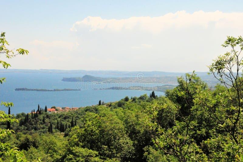 Paesaggio delle montagne in polizia Europa del lago dell'Italia fotografia stock libera da diritti