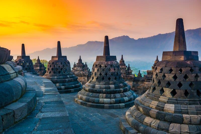 Paesaggio di alba del tempio buddista Borobudur complesso, Yogyakarta, Jawa, Indonesia fotografie stock libere da diritti