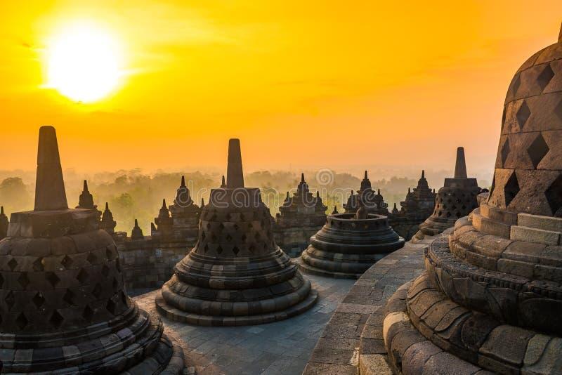 Paesaggio di alba del tempio buddista Borobudur complesso, Yogyakarta, Jawa, Indonesia fotografia stock libera da diritti