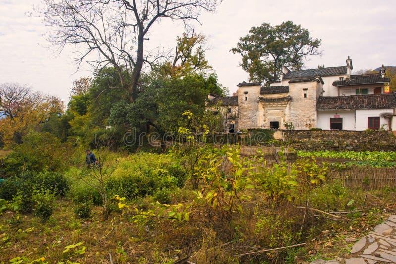 Paesaggio di autunno del villaggio del hongcun, contea yixian, huangshan, l'Anhui immagini stock