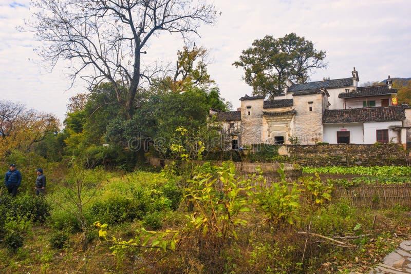 Paesaggio di autunno del villaggio del hongcun, contea yixian, huangshan, l'Anhui fotografia stock