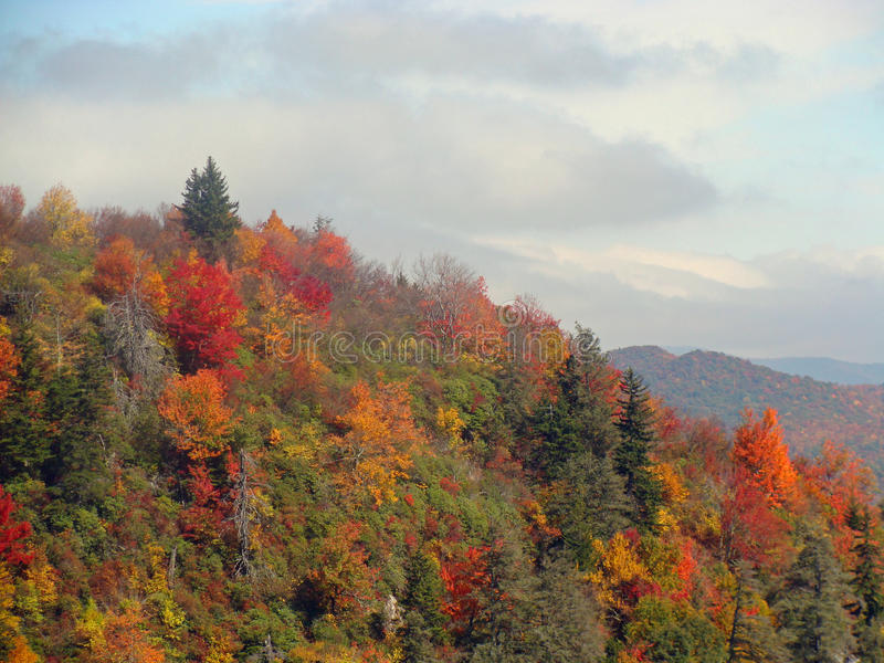 Paesaggio di autunno nelle montagne fotografie stock libere da diritti