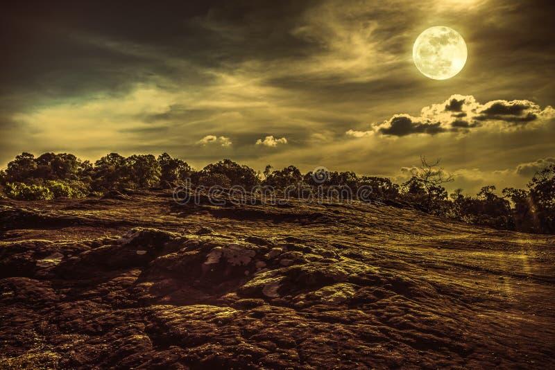 Paesaggio di cielo notturno con la luna piena, backgrou della natura di serenità fotografie stock