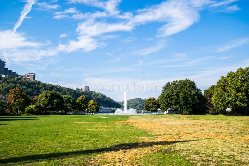 Paesaggio di estate della fontana del parco di stato del punto a Pittsburgh, penna fotografie stock libere da diritti
