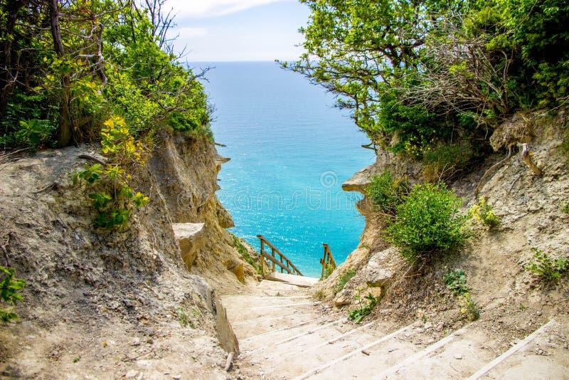Paesaggio di estate sulla montagna e sul mare Sukko, Anapa, Russia immagini stock