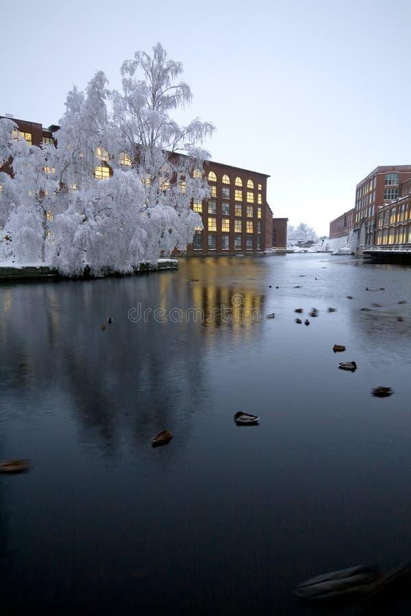 Paesaggio di inverno in città fotografia stock