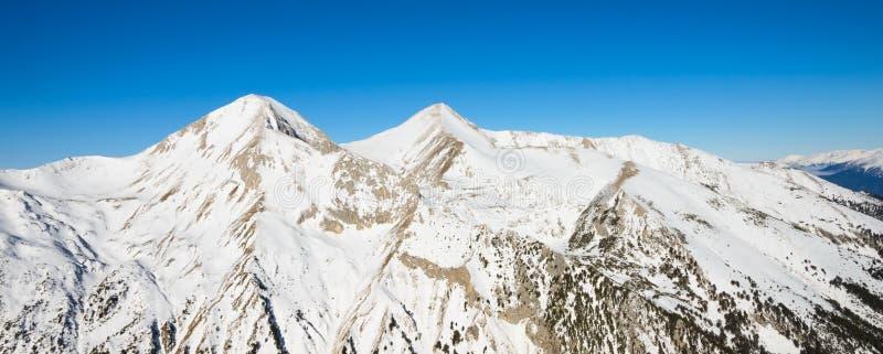 Paesaggio di inverno delle montagne innevate Pirin immagini stock libere da diritti