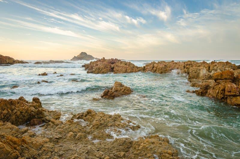 Paesaggio di Knysna, itinerario del giardino, Oceano Indiano, Sudafrica fotografia stock