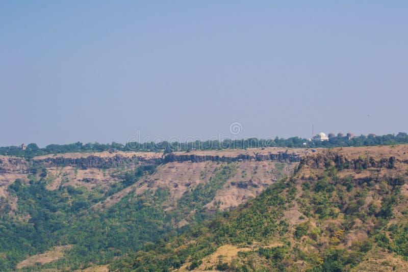 Paesaggio di Mandu con il palazzo e Jami Mosque della nave fotografie stock libere da diritti