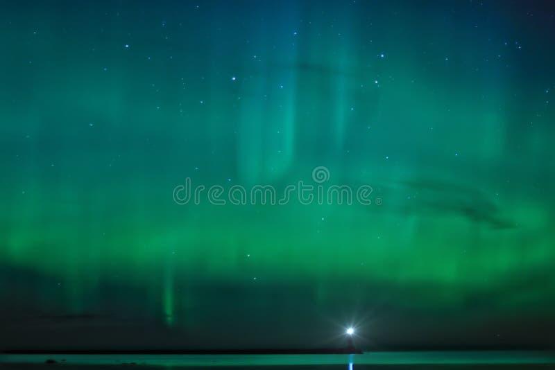 Paesaggio di notte con Aurora Borealis immagini stock libere da diritti