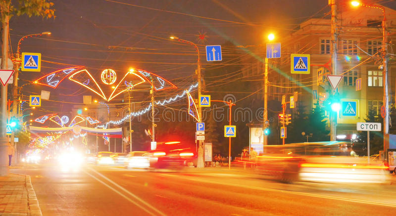 Paesaggio di notte della città con una strada fotografia stock libera da diritti