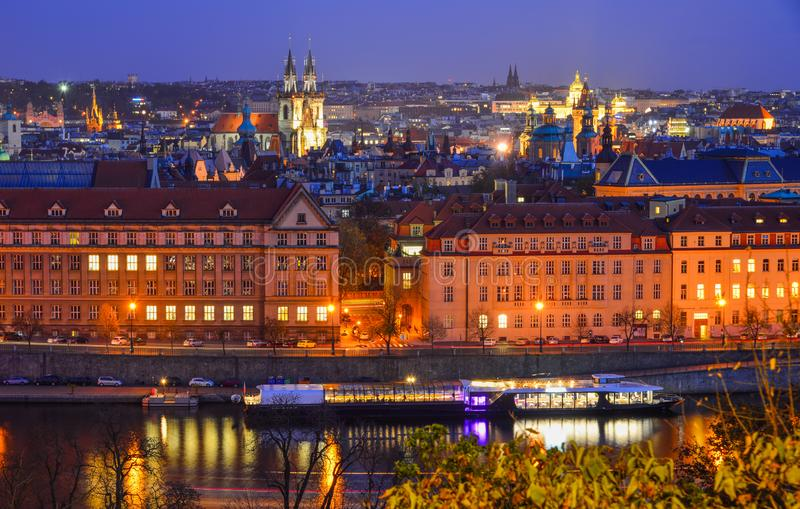 Paesaggio di notte di Praga Praga, Cechia fotografia stock