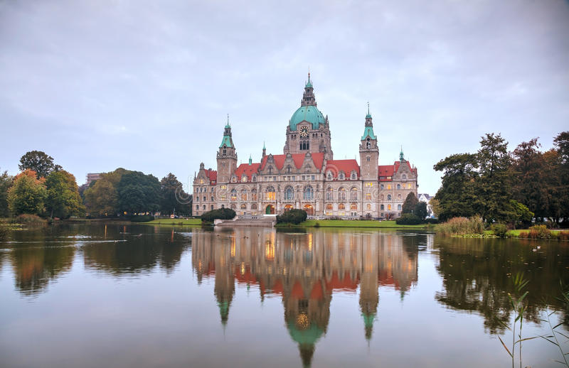 Paesaggio di nuovo municipio a Hannover, Germania fotografie stock libere da diritti